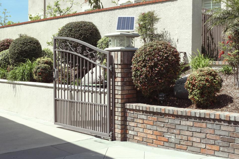 Doorking 6400 Solar Powered Swing Gate Opener